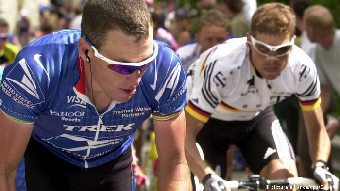 Tour de France 2001   Lance Armstrong, USA & Jan Ullrich, Deutschland (picture-alliance/dpa/E. Gans)