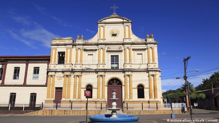 Iglesia San Sebastian, Monimbo Barrio, Masaya, Nicaragua, Central America (picture-alliance/dpa/W.Connett)