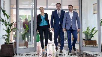 Σιωπή από το κόμμα της αξιωματικής αντιπολίτευσης. Στη μέση ο πρόεδρός του Χρίστιαν Μικόφκσι