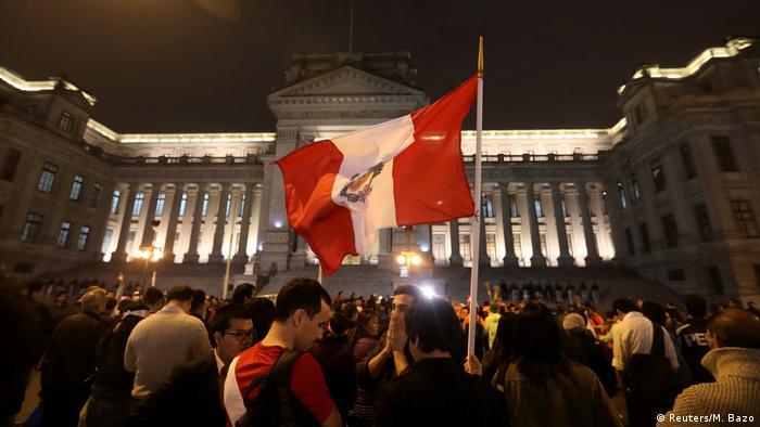Peru Lima Demonstration gegen Korruption (Reuters/M. Bazo)