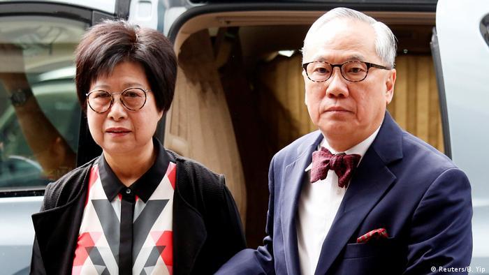 Hong Kong Donald Tsang und seine Frau Selina auf dem Weg zum Gericht (Reuters/B. Yip)