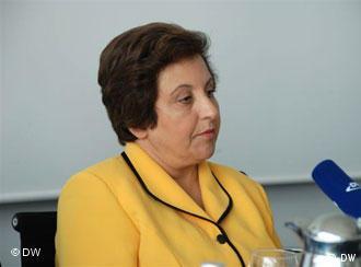 شیرین عبادی در کنفرانس مطبوعاتی دویچه وله خطاب به روزنامهنگاران جهان: مردم ما به قلم شما امیدوارند