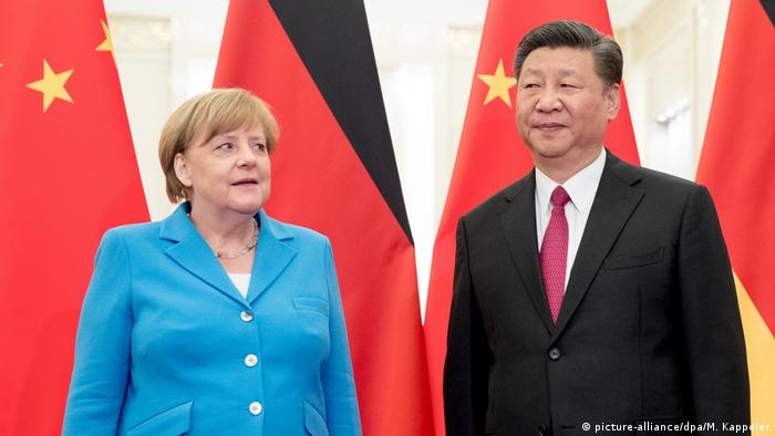 China Peking Angela Merkel und Xi Jinping (picture-alliance/dpa/M. Kappeler)