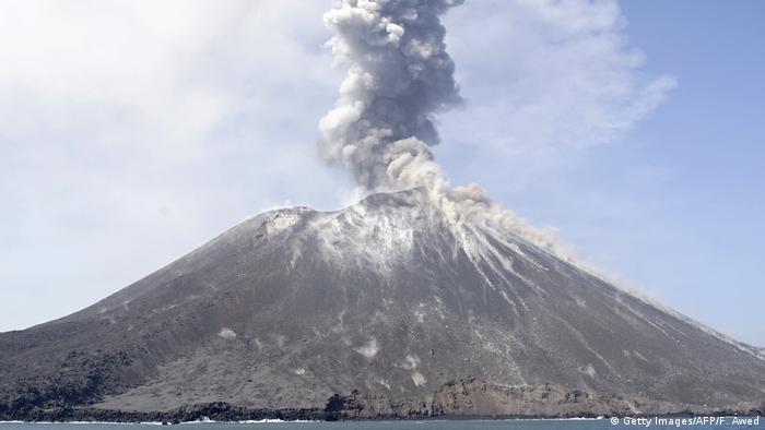 Indonesien Vulkanausbruch Anak Krakatau (Getty Images/AFP/F. Awed)
