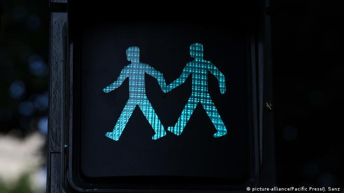 Spanien Gleichgeschlechtliches Ampelpärchen (picture-alliance/Pacific Press/J. Sanz )