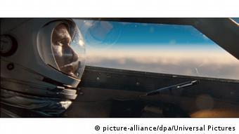 Раян Гослінг в ролі Ніла Армстронга у стрічці Перша людина
