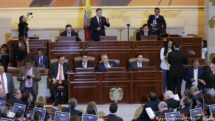 Kolumbien Kongress hält erste Sitzung mit ehemaligen Guerillas ab (picture-alliance/AP Photo/F. Vergara)