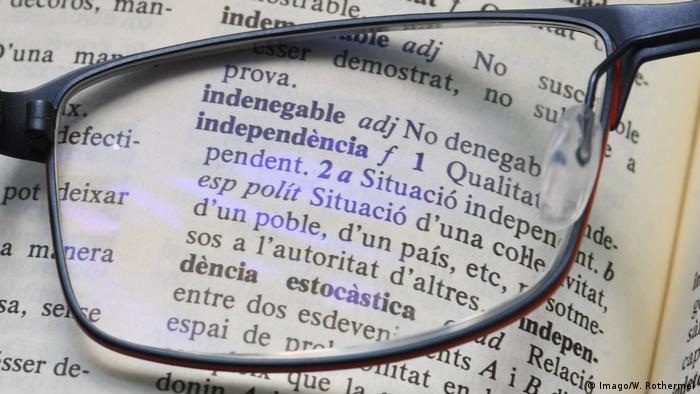 Symbolbild Spanische Sprache | independencia - Unabhängigkeit (Imago/W. Rothermel)