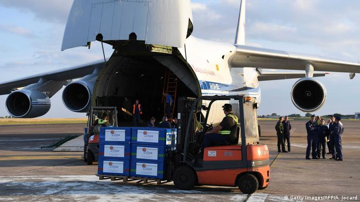 A plane delivering Russian and French humanitarian aid in Syria