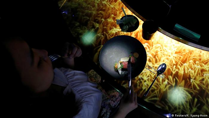 Essen in Virtual Reality (Reuters/K. Kyung-Hoon)