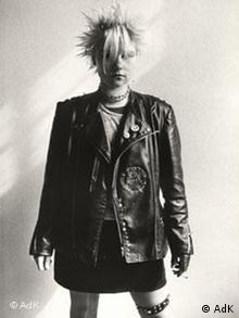 Fotografin: Christiane Eisler, Punk in der DDR, Heike, 1982, Courtesy Transit Fotografie und Archiv, Leipzig