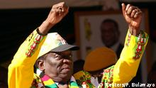 21.07.2018 +++ President Emmerson Mnangagwa greets supporters at an election rally in Marondera, Zimbabwe, July 21, 2018. REUTERS/Philimon Bulawayo