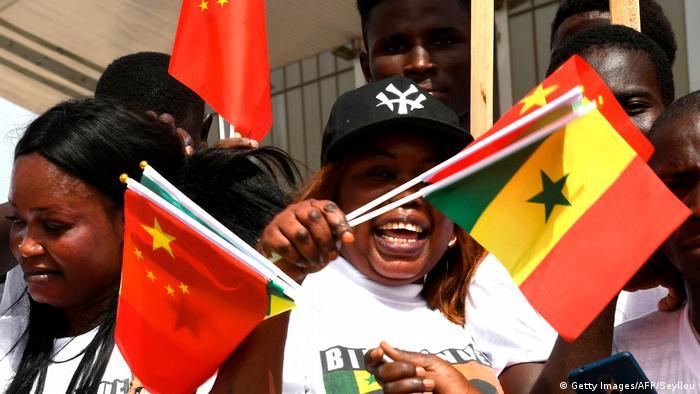Senegal Publikum bei Besuch von China Präsident Xi Jinping