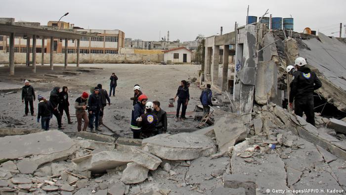 Syrien Krieg 2017 | Weißhelme | Zerstörung nach Luftangriff in Idlib