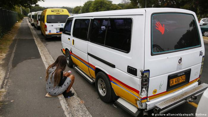 A stranded commuter sits next to a row of parked taxis in Westlake, Cape Town, South Africa, 13 April 2015 (picture-alliance/dpa/epa/N. Bothma)