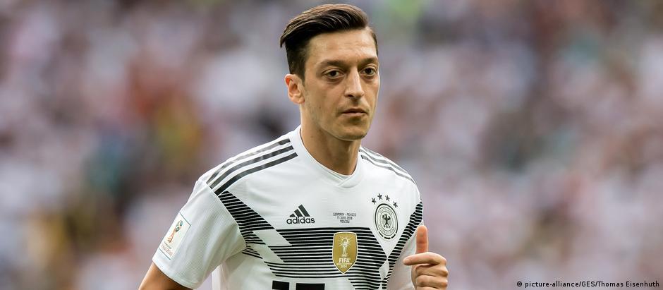 """""""Me sinto como se não fosse bem-vindo e penso que aquilo tudo que conquistei desde a minha estreia internacional em 2009 foi esquecido"""", disse Özil."""