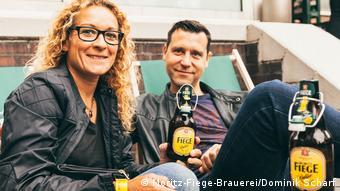 People drinking Fiege (Moritz-Fiege-Brauerei/Dominik Scharf)