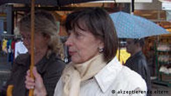 Heidrun Behle im Gespräch (Foto: akzeptierende-eltern.de)