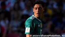 WM 2018 Deutschland Südkorea Mesut Özil (picture-alliance/Photoshot/L. Ga)