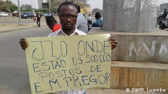 Angola Luanda Frederico Kariongo während Protest gegen Arbeitslosigkeit