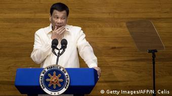 Philippinen, Manila: Präsident Rodrigo Duterte hält eine Ansprache (Getty Images/AFP/N. Celis)