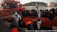 Spanien | 314 gerettete Flüchtlinge erreichen des Hafen von Malaga
