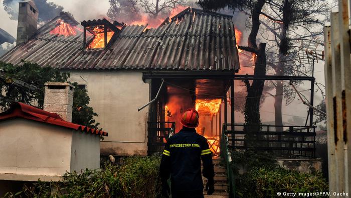 Griechenland Waldbrände | Kineta (Getty Images/AFP/V. Gache)