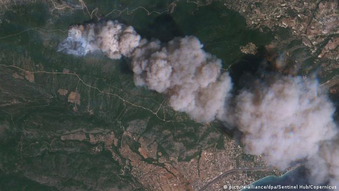 Griechenland Satellitenaufnahme der Waldbrände (picture-alliance/dpa/Sentinel Hub/Copernicus)