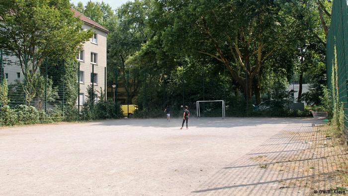 Football pitch in Mesut Özil's home neighborhood (DW/R. Klein)