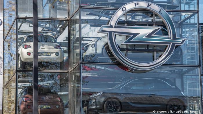 Opel-Neuwagen in Frankfurt a.M.