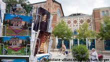 Deutschland, Bayreuth: Postkarten bei den Richard-Wagner-Festspielen