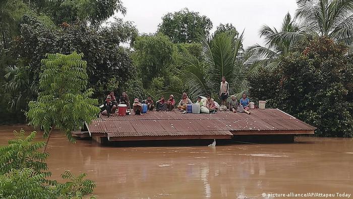 Laos Bruch einer Staumauer