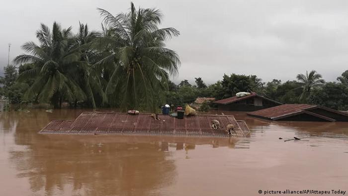 Laos Bruch einer Staumauer (picture-alliance/AP/Attapeu Today)