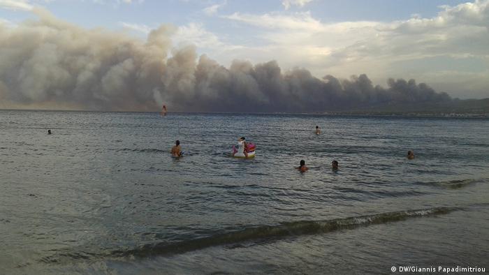 Mar como salvação: gregos se viram confrontados com cenário apocalíptico