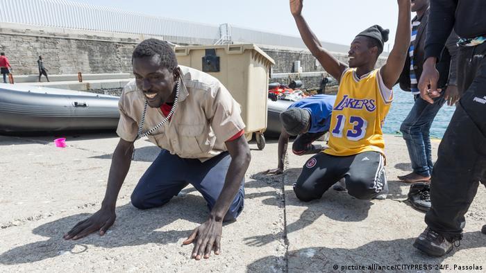Imigranci uratowani przez straż ochrony wybrzeża w Andaluzji