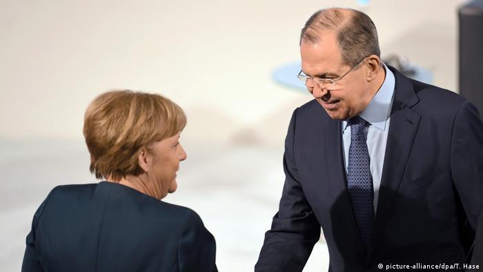 Deutschland Angela Merkel und Sergej Lawrow ARCHIV (picture-alliance/dpa/T. Hase)