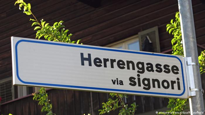 A street sign in German and Italian (picture-alliance/dpa/R.Kaufhold)