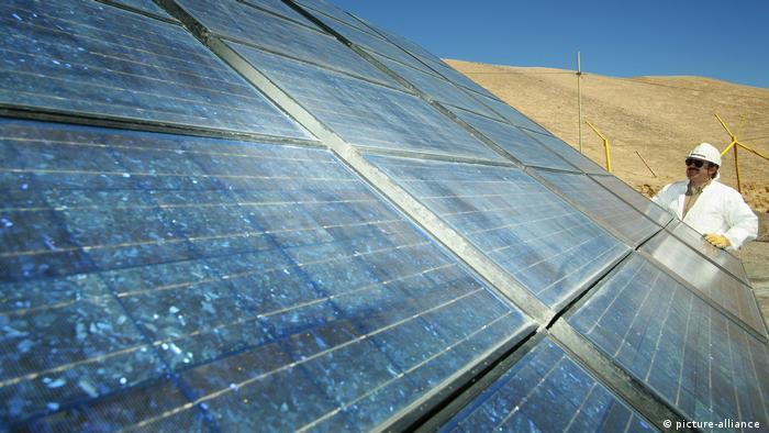 El parque fotovoltaico Nacaome-Valle, inaugurado en 2015, cuenta con 480.500 paneles solares, en una extensión de 1 millón de metros cuadrados, y su producción permite abastecer a más de 71.500 hogares del país.