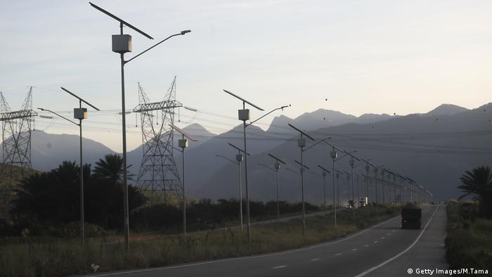 """El aumento de la energía solar se debe a, """"con algunas diferencias de país a país, mediante subastas dedicadas a largo plazo destinadas a fomentar la capacidad renovable"""", dijo a DW Antonio Scala, Director de Enel Green Power de América del Sur."""