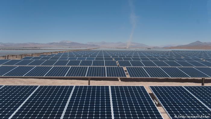 El precio de la implementación de plantas de energía renovable es bastante bajo en la actualidad, especialmente en México y Chile (foto), dijo a DW Christian Hübner.