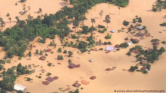Dammbruch in Laos