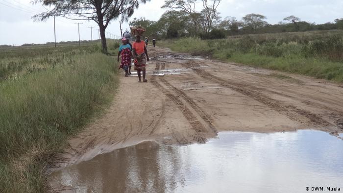 Habitantes de Inhassunge, em Moçambique