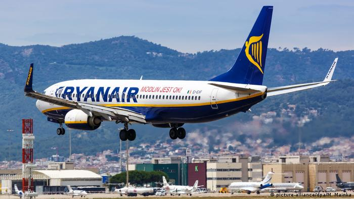 A Ryanair Boeing 737 airplane landing in Barcelona