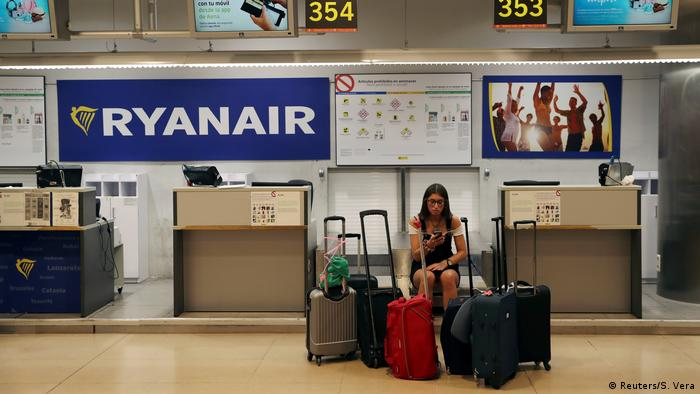 Ryanair passenger affected by strike in Madrid (Reuters/S. Vera)