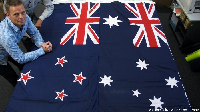 Flaggen von Neuseeland und Australien (R) (picture-alliance/AP Photo/N. Perry)