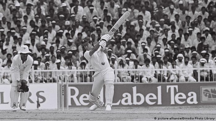 Imran Khan in Aktion als Kricket-Spieler (picture-alliance/Dinodia Photo Library)