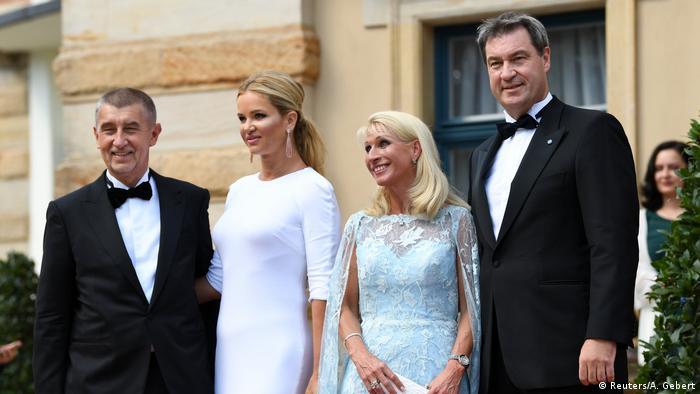 El primer ministro checo Andrej Babis y su esposa Monika con Markus y Karin Söder en el Festival de Bayreuth.