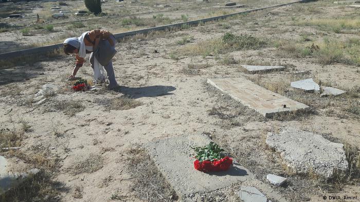 Iran | Zentralfriedhof Beheshte Zahra in Süd-Teheran (DW/A. Amini)