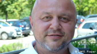 Deutschland   Abschiebung aus Alzey in den Kosovo - Flüchtlingshelfer Aleksander Ceh (DW/O. Pieper)