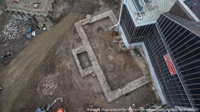 foundation of wall seen from above picture-alliance/dpa/Hi-flyFoto/Römisch-Germanisches Museum der Stadt Köln)
